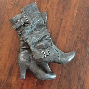 Women's size 6 grey boots
